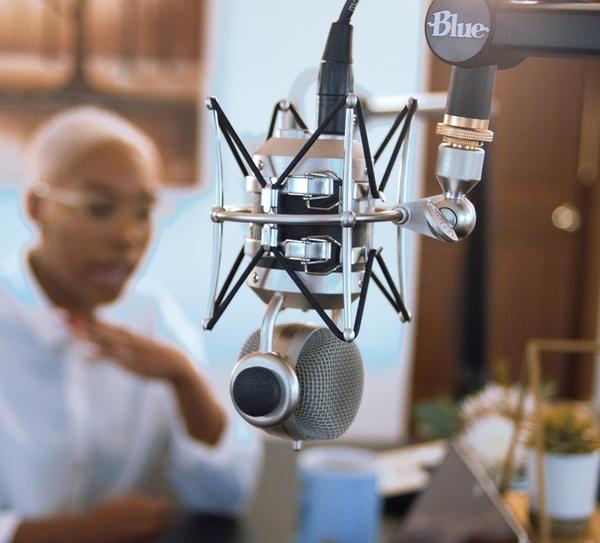 【海恩數位】美國 Blue 專屬 Compass 夾式懸臂支架 內建彈簧與傳輸線收納的頂級夾式懸臂支架