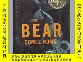 二手書博民逛書店英文原版罕見The Bear Comes Home by Raf