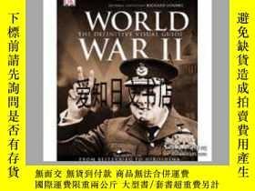 二手書博民逛書店【罕見】World War Il: The Definitive Visual Guide 2009年出版Y1