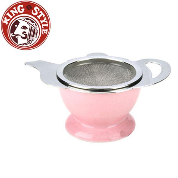 金時代書香咖啡 Tiamo 茶壺造型不鏽鋼杓形濾網組 (附陶瓷底座) 粉色