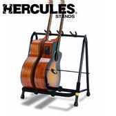 【小叮噹的店】 Hercules 海克力斯 GS523B 吉他群架(可放3支) 吉他架