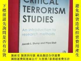 二手書博民逛書店Critical罕見Terrorism Studies ( 16