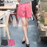 質感短褲--輕熟俐落時尚品味OL首選前後雙口袋壓摺扣環設計短褲(灰.紅XL-5L)-R177眼圈熊中大尺碼