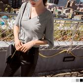 《AB10774-》高含棉打褶V領造型五分袖短版上衣 OB嚴選