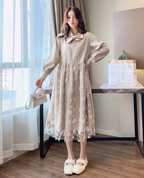 漂亮小媽咪 蕾絲洋裝 【D5620】韓系 拼接 高腰 長袖 孕婦裝 長裙 蝴蝶結領 長洋裝