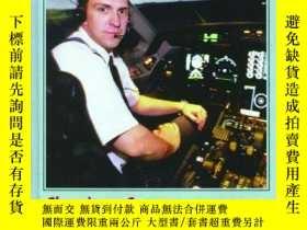 二手書博民逛書店Choosing罕見a Career as a Pilot (World of Work)-選擇飛行員職業(工作世