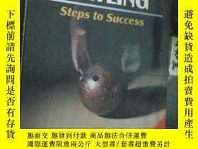 二手書博民逛書店英文原版罕見BOWLING STEPS TO SUCCESS 保