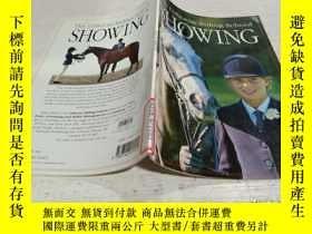 二手書博民逛書店THE罕見Usborne Riding School SHOWING《美國騎術學校的表演》Y200392