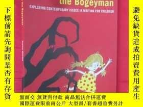 二手書博民逛書店Here罕見Comes the Bogeyman: Explor