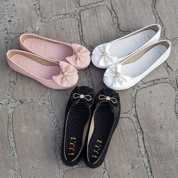包鞋.台灣製MIT.水鑽蝴蝶結按摩乳膠墊平底娃娃鞋.白/黑/粉【鞋鞋俱樂部】【041-9143】