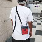 背包 歐美潮流拼接色斜背戰術小包【AC6310】 青山 斜背包 托特包 胸包 背包