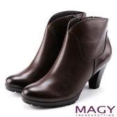 MAGY 紐約時尚步調 俐落剪裁素面牛皮高跟短靴-咖啡