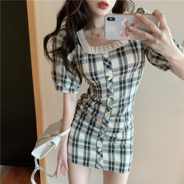 出清388 韓國風氣質復古方領格紋露鎖骨短袖洋裝
