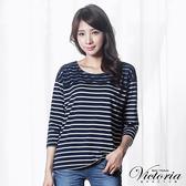 Victoria 蕾絲拼接落肩七分袖T恤上衣-女-藍底白條-Y25034