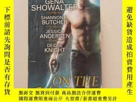 二手書博民逛書店英文原版《ON罕見THE HUNT》EVER NIGHT GENA SHOWALTERY26203 詳見書影