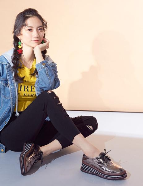 2019秋冬_Keeley Ann極簡魅力 錫箔感撞色厚底鞋(銀色) -Ann系列