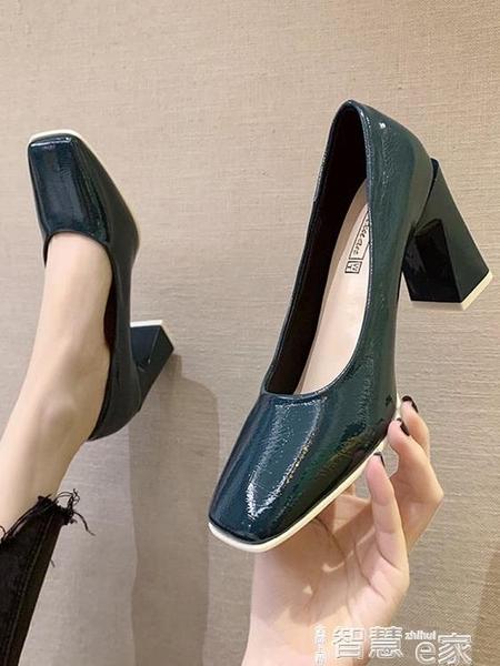 中跟鞋 單鞋女2021春季新款復古百搭方頭漆皮小皮鞋網紅法式粗跟高跟鞋子 【99免運】