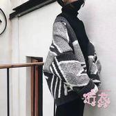慵懶風短髮寬鬆針織衫開衫女秋季2018新品正韓學生拼色毛衣短髮套 1件免運