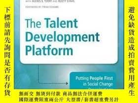 二手書博民逛書店The罕見Talent Development Platform: Putting People First in