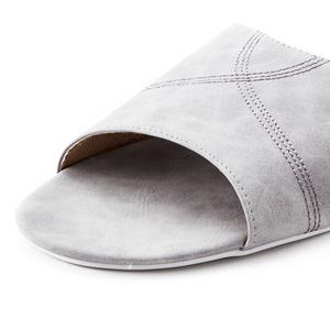 HOLA 抗菌皮拖鞋 杏白色 M尺寸