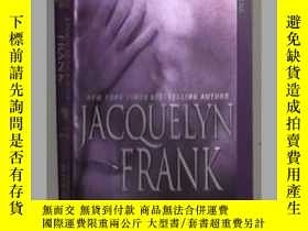 二手書博民逛書店英文原版《罕見Hunting Julian 》Jacquelyn