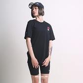 NIKE 短T NSW CLUB ESSENTIALS TEE 黑 刺繡LOGO 短袖 上衣 男 (布魯克林) DJ1569-010