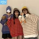 【V3241】shiny藍格子-甜美秋感.圓領配色條紋寬鬆長袖上衣