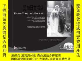二手書博民逛書店【罕見】2011年出版 Those They Left Behind: World War II Photogra