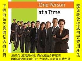 二手書博民逛書店Developing罕見Exemplary Performance One Person At A TimeY