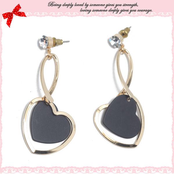 【Deluxe】晶亮水鑽金屬優雅曲線愛心垂墜式耳環(黑)