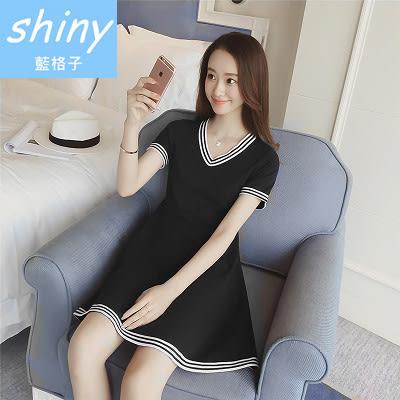 【V8053-1】shiny藍格子-瑕疵特賣.黑白條紋配色V領短袖連身裙