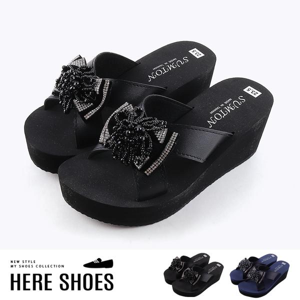 [Here Shoes]涼拖鞋-前2.5 後6.5CM 皮質鞋面 水鑽蝴蝶結 楔型夾腳人字拖鞋 MIT台灣製-KN248