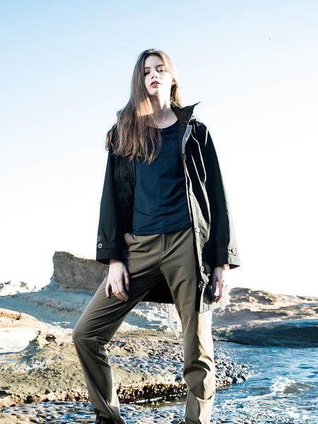 荒野Wildland品牌 U領內刷毛時尚保暖上衣 (0A52661-72 深藍) 女