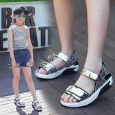 兒童涼鞋 女童韓版童鞋時尚女童涼鞋厚底亮皮休閒沙灘涼鞋 俏腳丫