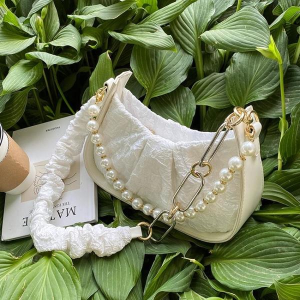 珍珠鏈條包 小眾設計包包女2021新款潮夏季百搭珍珠鏈條斜挎包單肩腋下小方包 ww