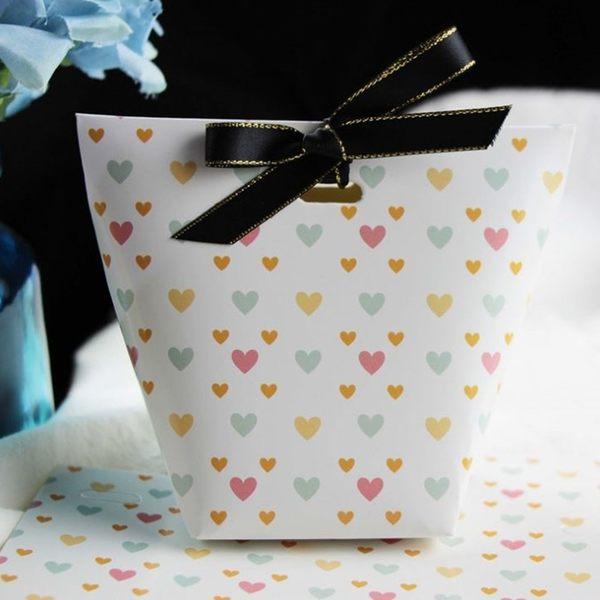 [拉拉百貨]白底愛心禮盒 附絲帶 禮物 生日 送禮 禮品 謝禮 萬聖節