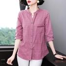 棉麻襯衫女士襯衣七分袖大碼女裝2021新款夏媽媽寬鬆純棉格子上衣 設計師