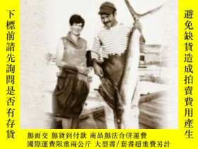 二手書博民逛書店Unbelievable罕見Happiness And Final Sorrow: The Hemingway-p