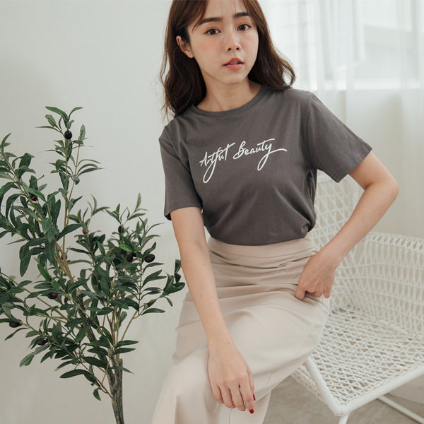 MIUSTAR Beauty草寫英文字母膠印棉質上衣(共2色)【NH1325】預購