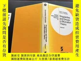 二手書博民逛書店Singularities罕見and Groups in Bifurcation TheoryY171500