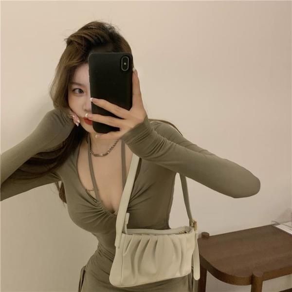 早春純欲風設計感掛脖式連衣裙女抽褶修身長袖包臀心
