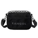 【南紡購物中心】~雪黛屋~KANGOL 斜背包收納包中容量主袋+外袋共四層進口防水尼龍布