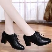 足意爾康單鞋女中跟2020秋季新款女鞋粗跟系帶深口英倫小皮鞋 時尚芭莎