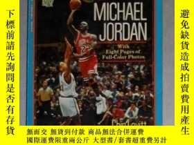 二手書博民逛書店英文原版罕見Michael Jordan by Chip Lov