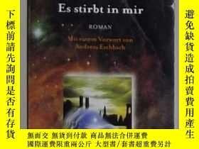 二手書博民逛書店德語原版罕見Es stirbt in mir. von Robe