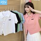 【V3378】shiny藍格子-可愛俏皮.彩色鈕釦斜開叉造型短袖襯衫