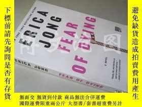 二手書博民逛書店Fear罕見of Dying: A Novel【大32開 英文原