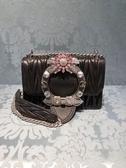 ■夏季折扣專櫃56折■Miu Miu 全新真品Miu Lady水晶裝飾皺褶小羊皮翻蓋包 黑色