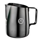 金時代書香咖啡 TIAMO 斜口拉花杯 450cc 尖口 鈦黑 HC7107TBK