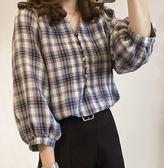 (全館一件免運)DE SHOP~(GU1185)燈籠袖排扣V領格子長袖襯衫七分袖格紋女上衣服春夏裝韓版寬鬆